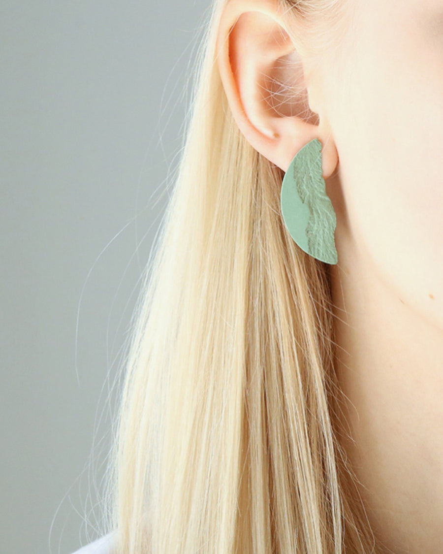 DSNU Medium Curve Earrings, Green