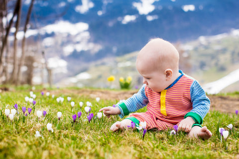 Outdoor play is more engaging for babies