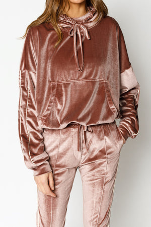 Load image into Gallery viewer, Women's Pink Velour Piped Regular Fit Hoodie - P r é v u . S t u d i o .