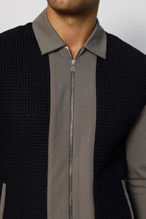 Load image into Gallery viewer, Grey Fairmont Waffle Panel Zip Through Shirt - P r é v u . S t u d i o .