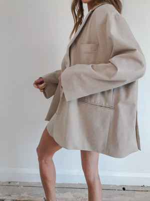Load image into Gallery viewer, Women's Cream Colville Oversized Blazer - P r é v u . S t u d i o .