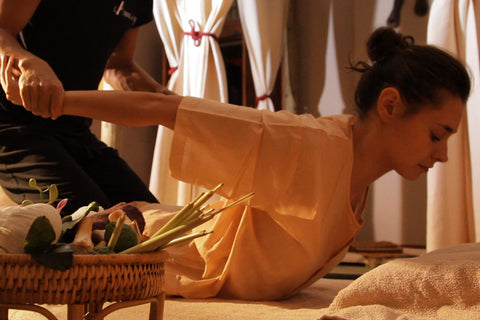 Massage au sol Thai Nuad bo Rarn