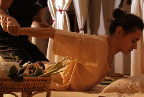 Massage thaï traditionnel au sol (Nuad Bo Rarn)