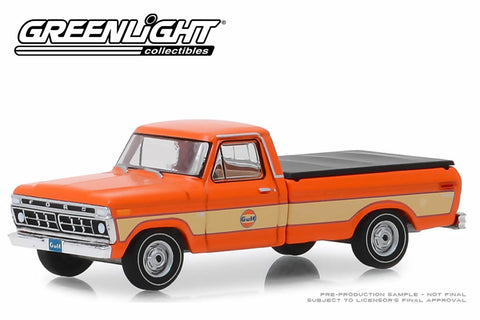 1976 Ford F-100 with Bed Cover / Gulf Oil