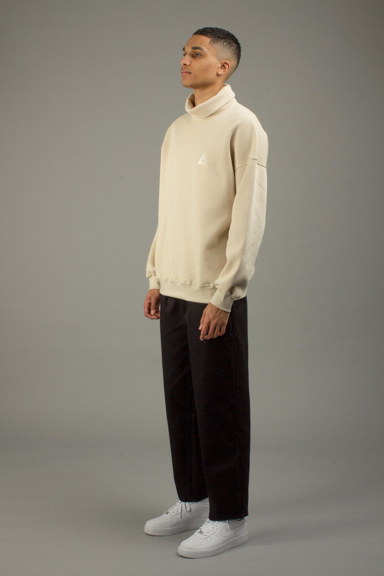 CREAM LOGO TURTLENECK