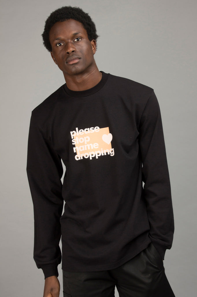 BLACK NAMEDROPPING LONGSLEEVE TEE