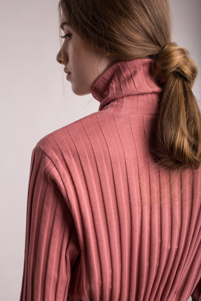 The model wears peach, sustainable organic cotton, wide-rib high neck top, detail back view.