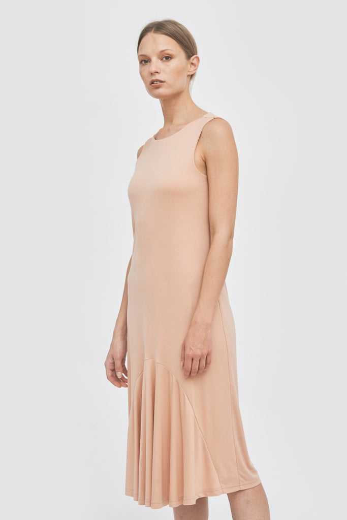 Sustainable pleated summer midi dress _ in blush