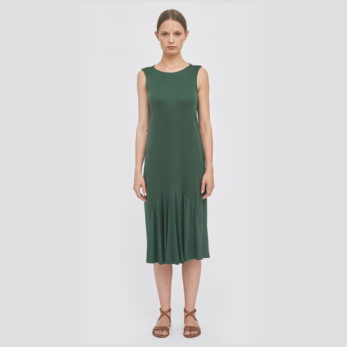 Sustainable pleated summer midi dress _ in green