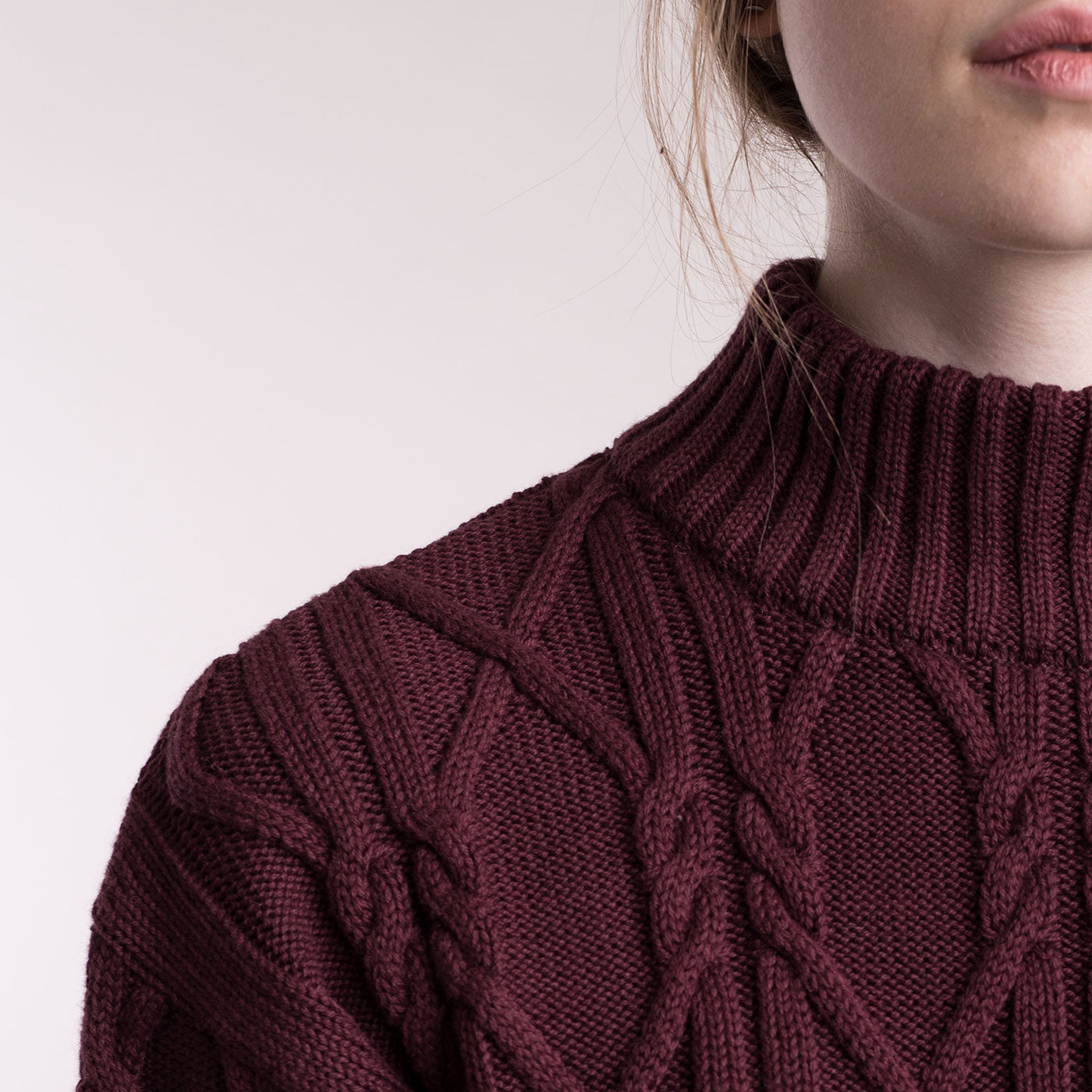 Sustainable Knitted aran pullover with high neck _ Mila.Vert