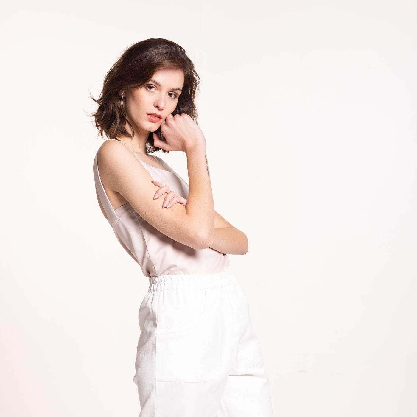 The model wears a rose-beige, sustainable, organic cotton, wide straps top, side view.