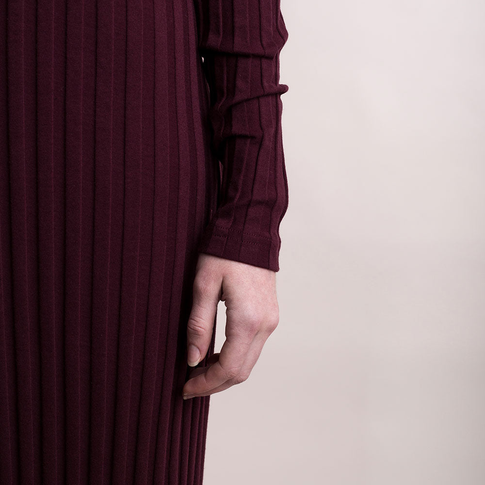 The model wears burgundy, sustainable organic cotton, wide-rib long dress, detail sleeve.