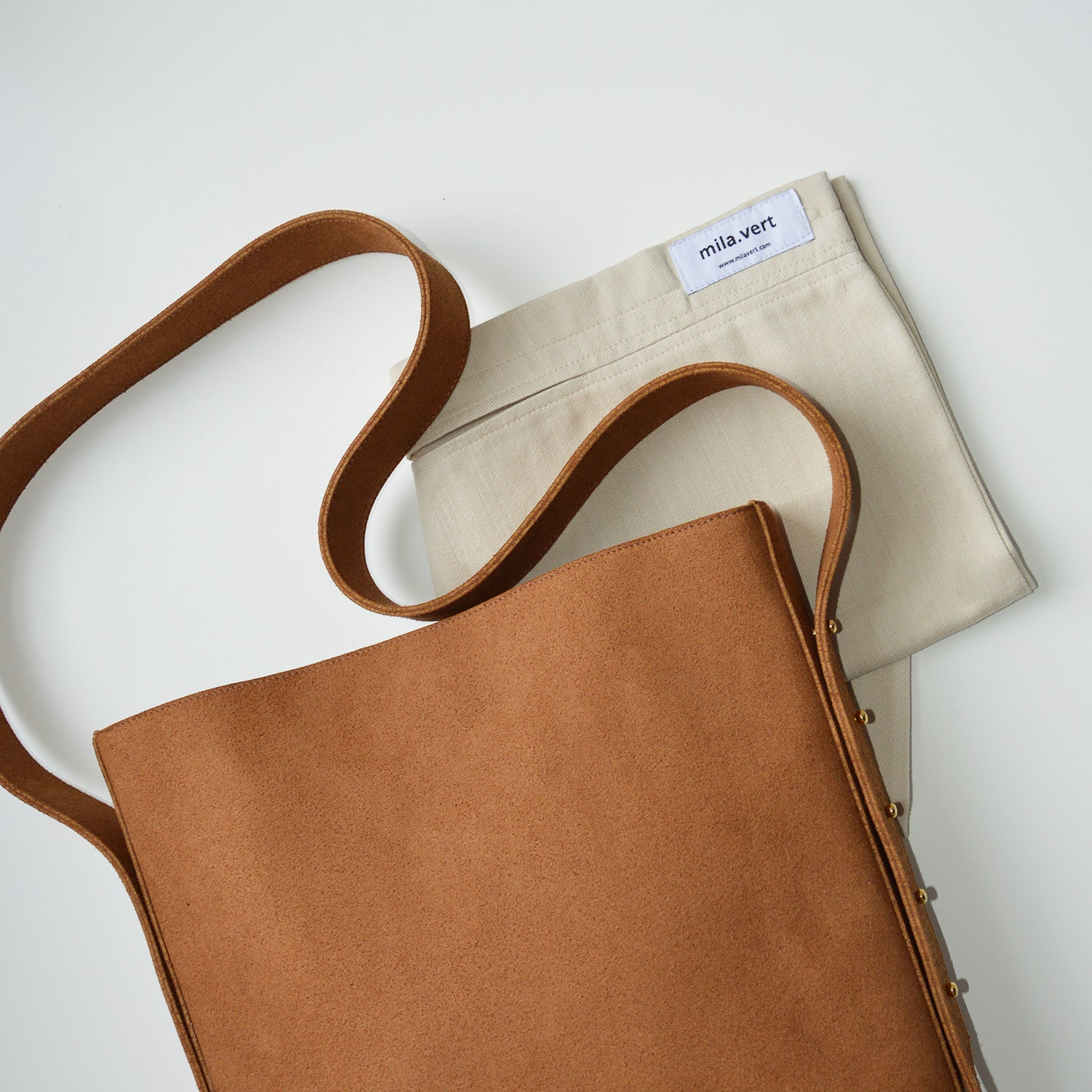 Adjustable strap tote bag