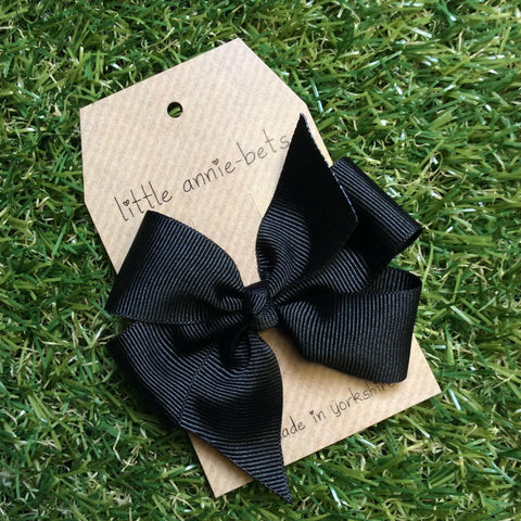 Black Pinwheel Bow