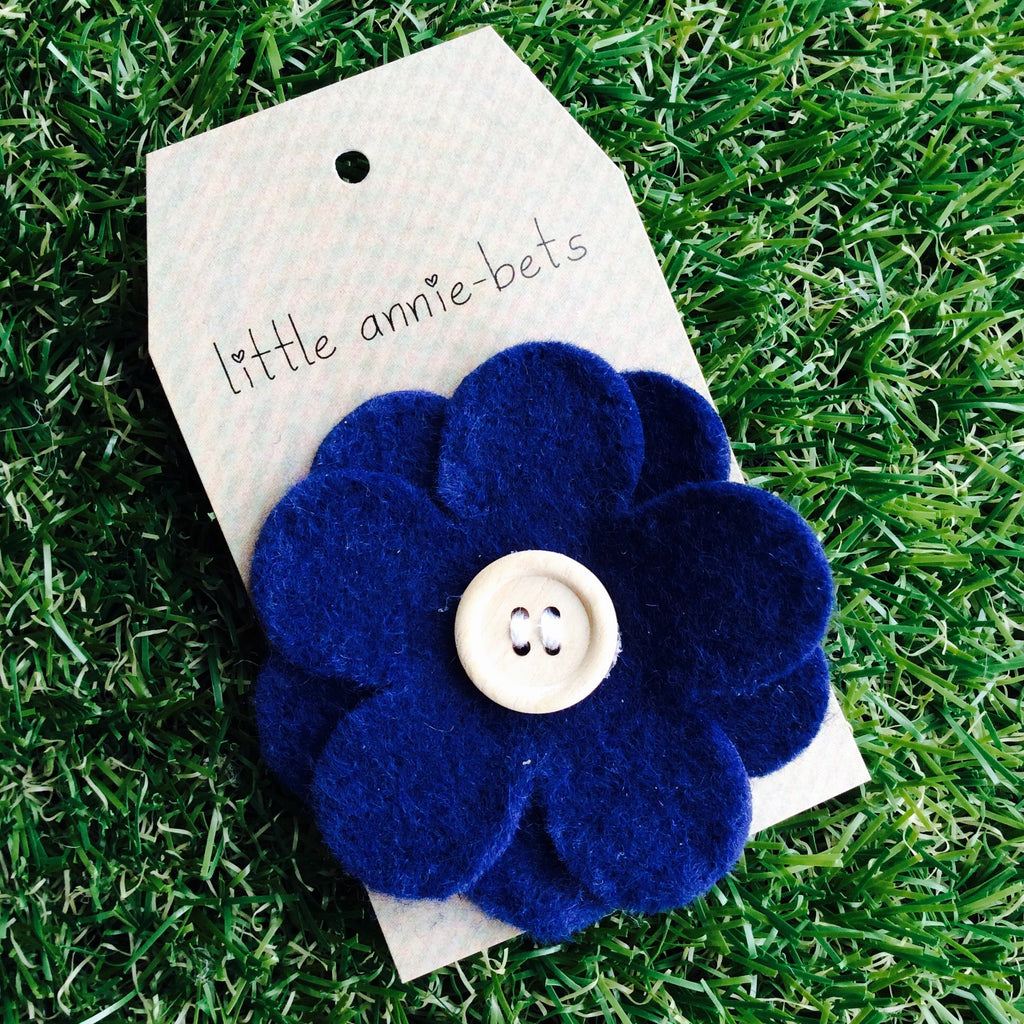 Navy Daisy with Wooden Button