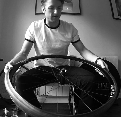 Fitting a tubeless tire to a tubeless rim