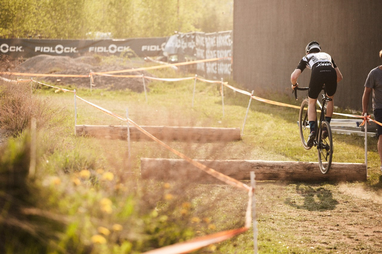 Gosse jumping over a CX obstacle