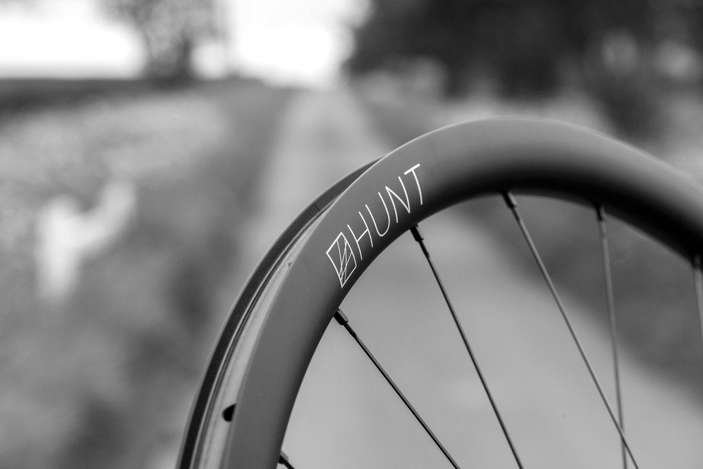 <h1>Rim Surface</h1><i>V:Absorbe resin reduces vibration and massively improves impact resistance. Disc brake rims are obviously not required to handle the high temperatures induced by prolonged rim braking. We have made the most of this and used our new V:Absorbe resin blends in the carbon layering which cures at a lower temperature. Lower temperature resins are less brittle meaning they have greater resistance to impacts and dampen vibration more effectively.</i>