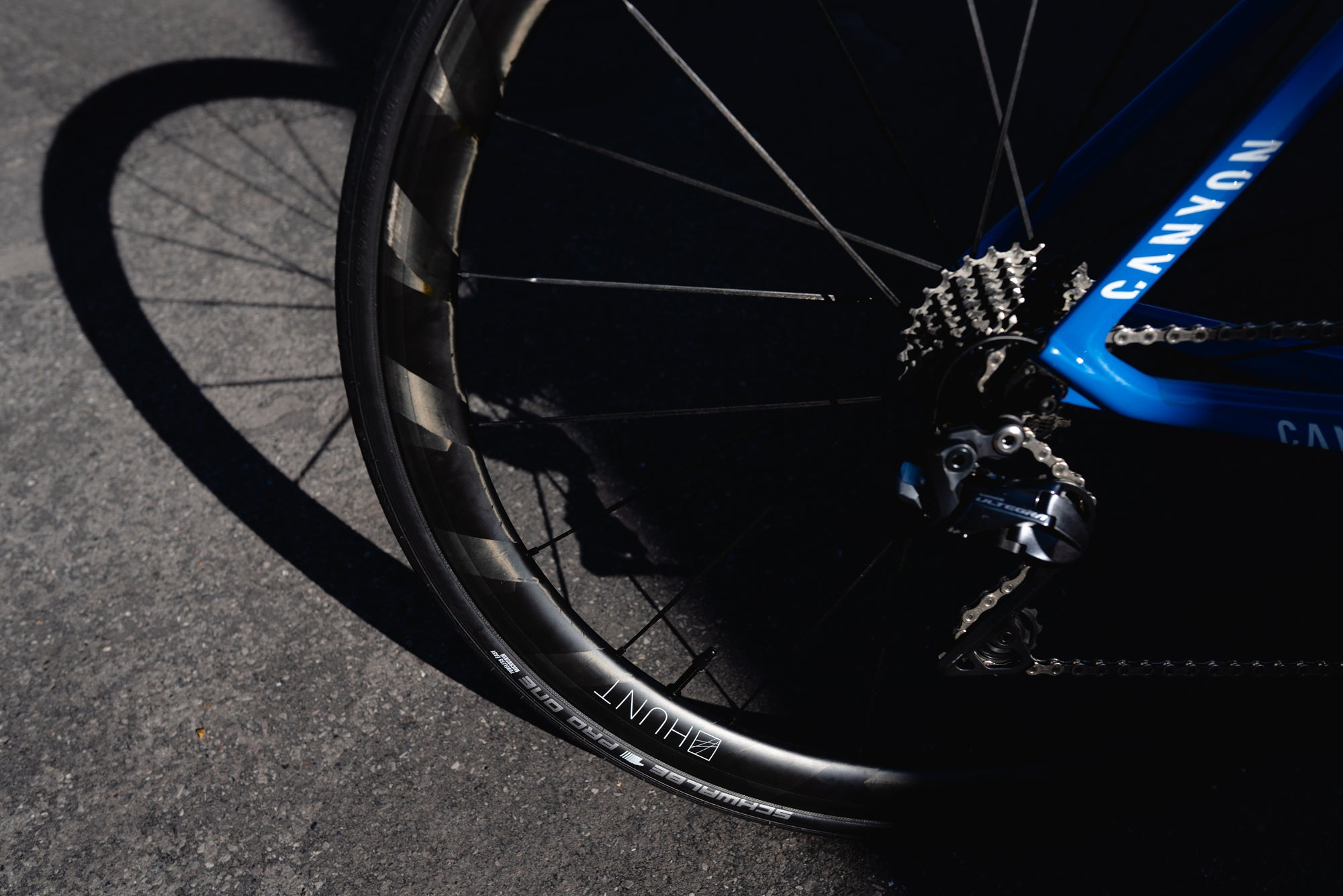<h1>Tyres</h1><i>At HUNT, we enjoy the puncture resistance and grip benefits of tubeless on our every-day rides so we wanted to allow our customers the same option. Of course, all of our tubeless-ready wheels are designed to work perfectly with clincher tyres and inner tubes too.</i>