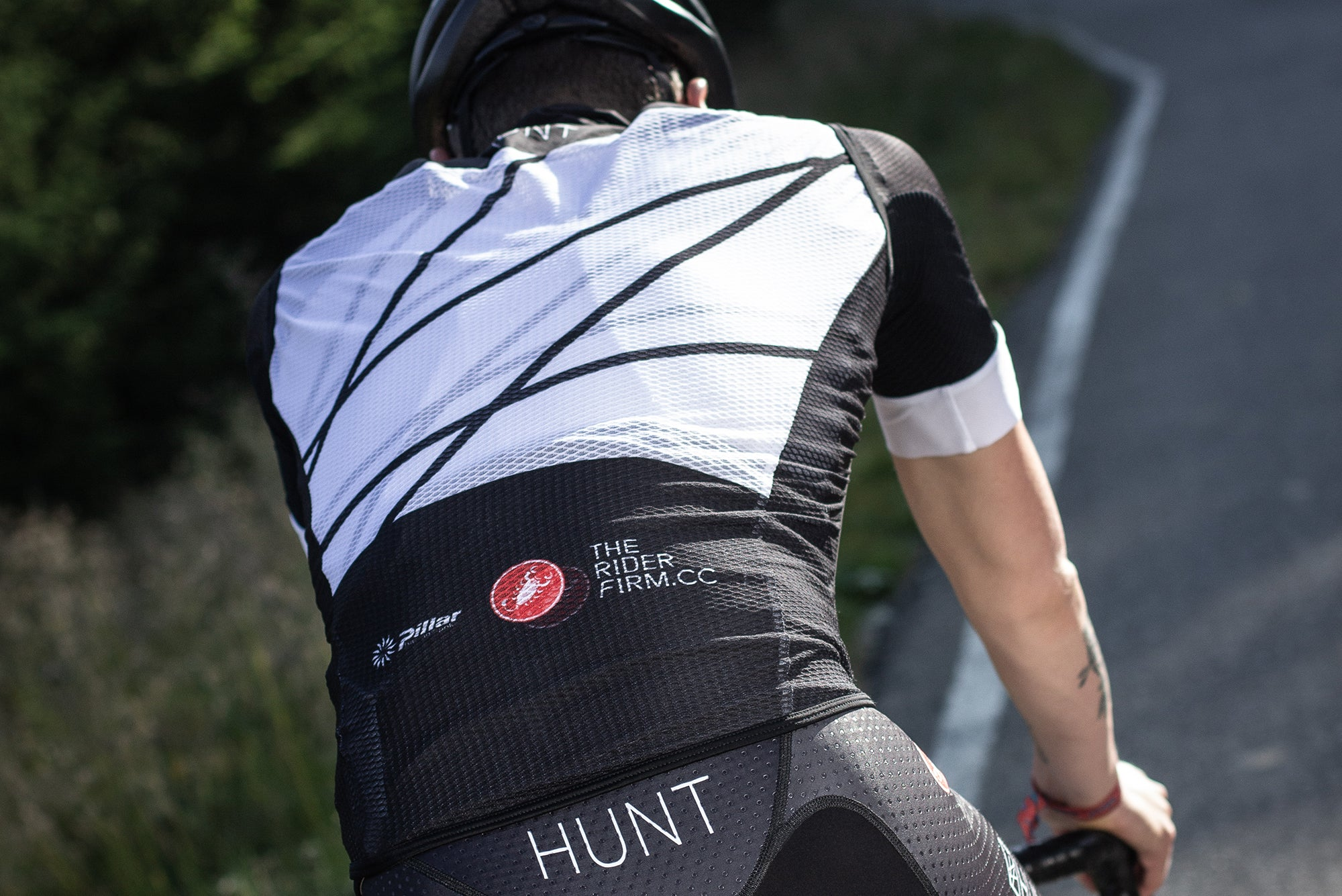 <h1>Pro Light Wind Vest</h1><i>Mesh back for full breathability</i>