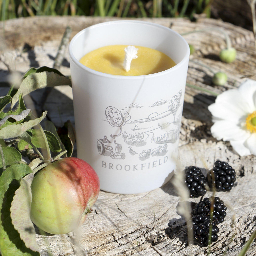 Handpoured Beeswax Candle in Printed Glass 27 cl - Brookfield Farm