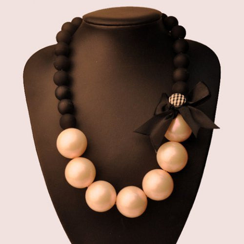 """Trendy Series"" Black Bowknot Faux Pearl Necklace"