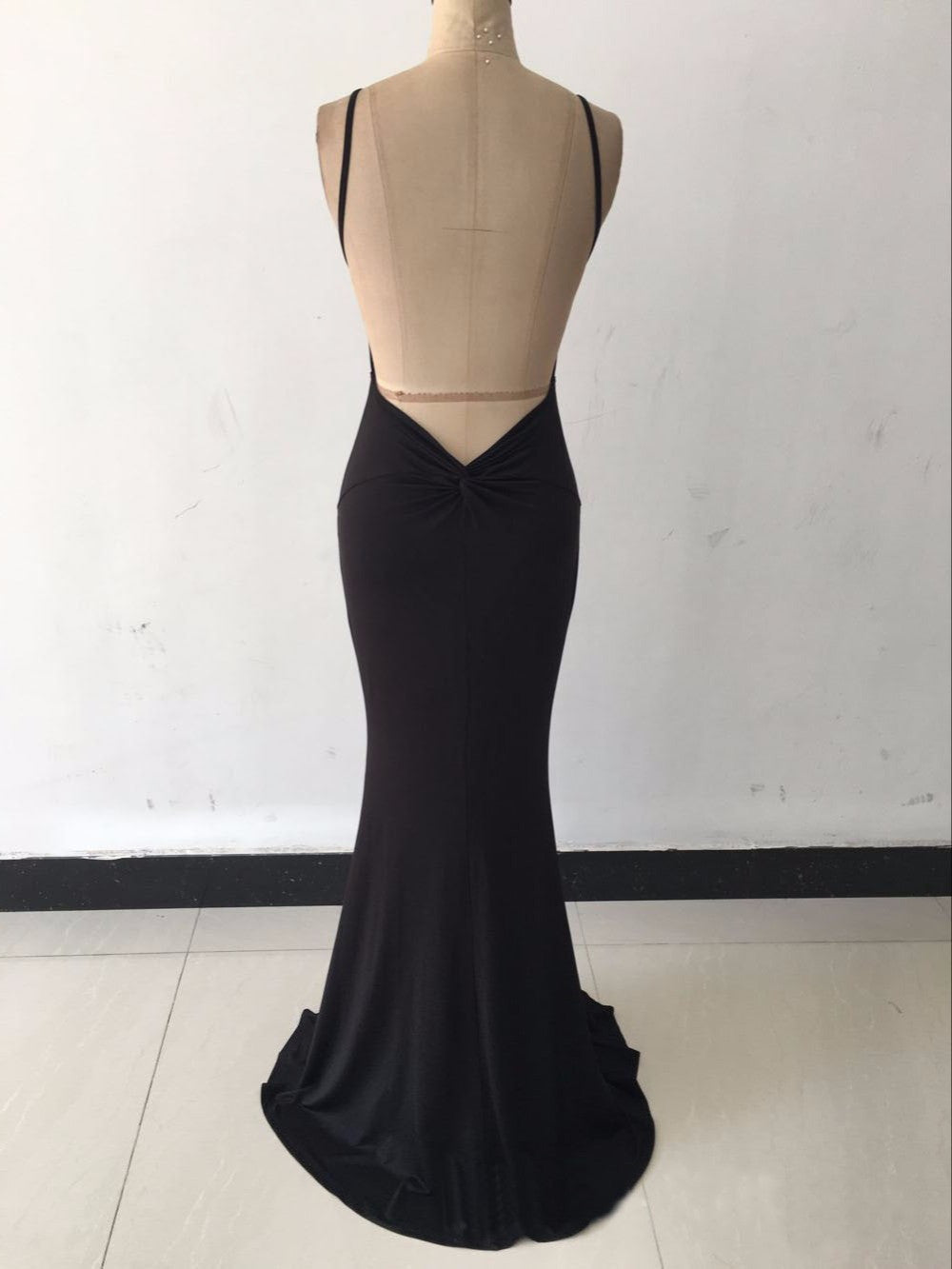 White Sleeveless Evening Gown Deep V Neck Hollow Out  Mermaid Backless Dress