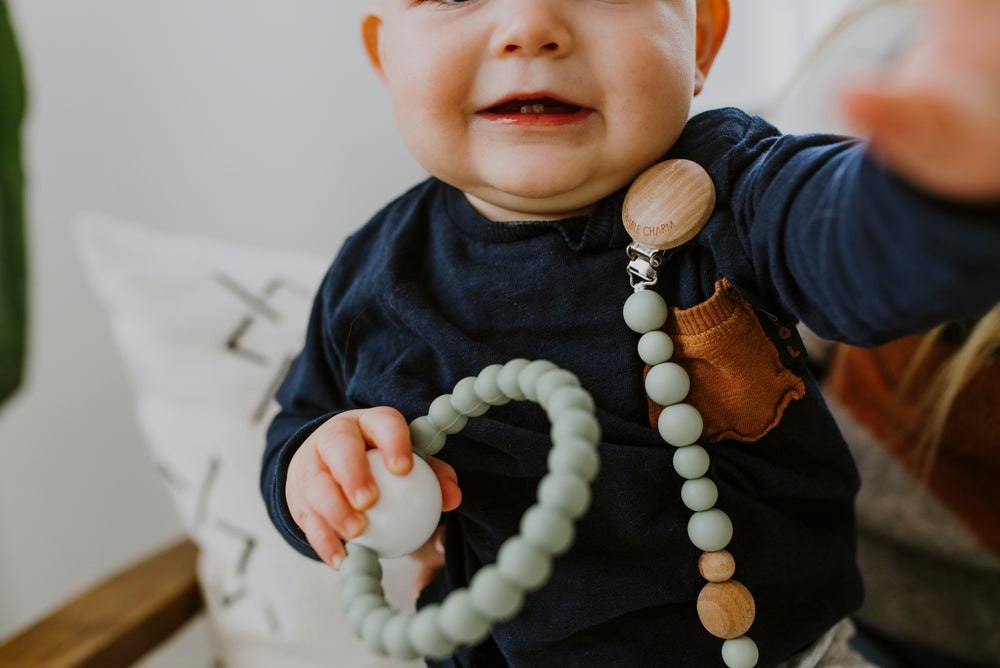 Load image into Gallery viewer, Classic Pacifier Clip - Wood+ Grey