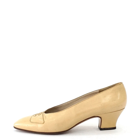 Chanel Creme Vintage Pumps 38