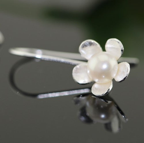 five-petaled flowers pearl ear hook