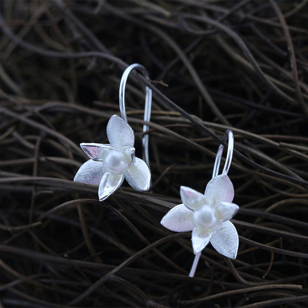 Tri-petal flower pearl ear hook