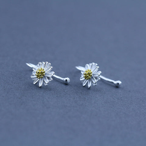 A Little Daisy Silver ear clip