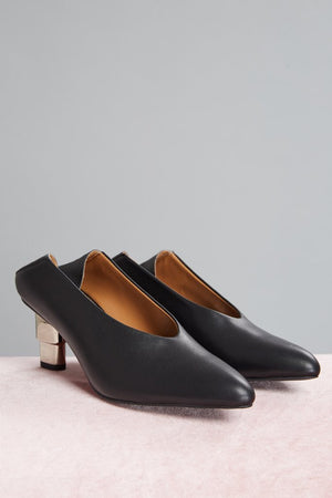 V-Cut Heel Black