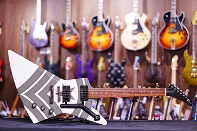 Gibson Jason Hook M-4 Sherman Explorer Alpine White w/ Army Green Stripes DSJHEGCH1 Gibson - HIENDGUITAR.COM
