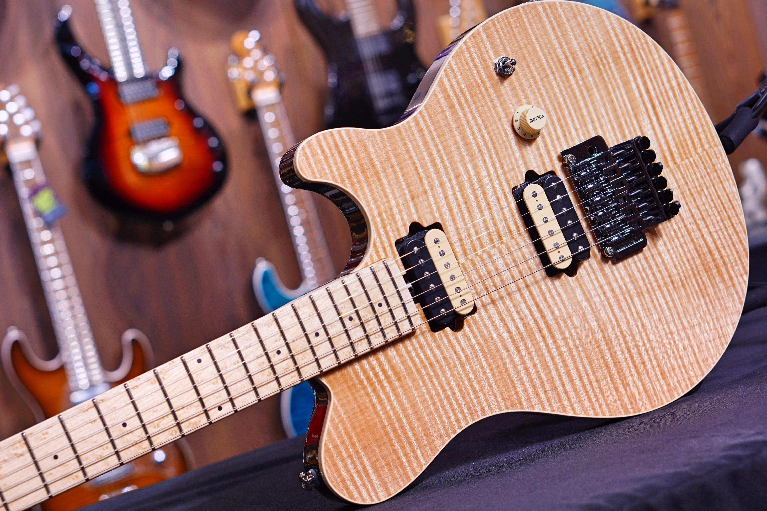 Ernie Ball Music Man Axis - Natural Gloss Flame - Maple Matching Headstock - No Pickguard G95842