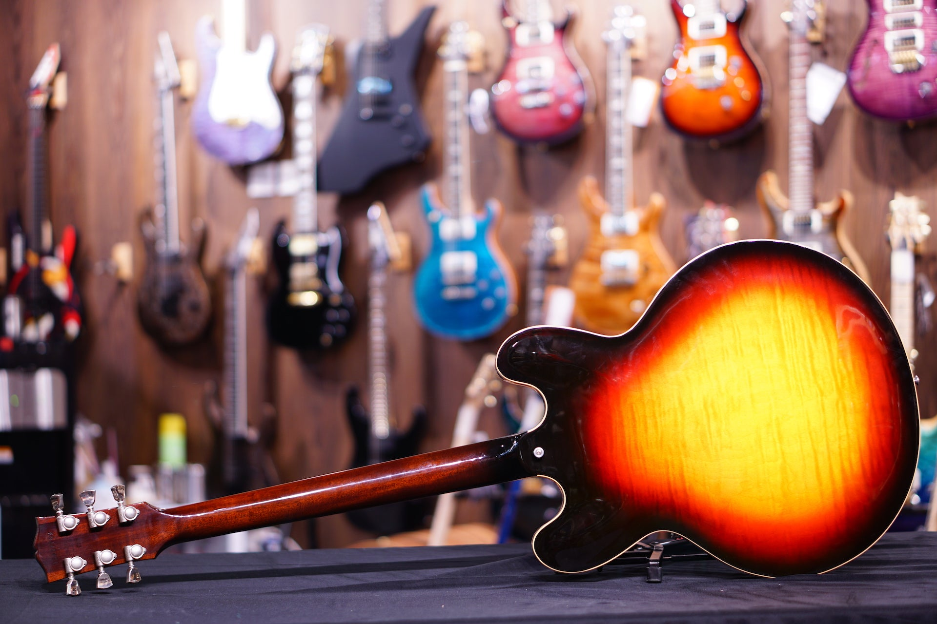 Gibson ES335 Figured 2018 - Antique Sunset Burst 709 GIBSON - HIENDGUITAR.COM