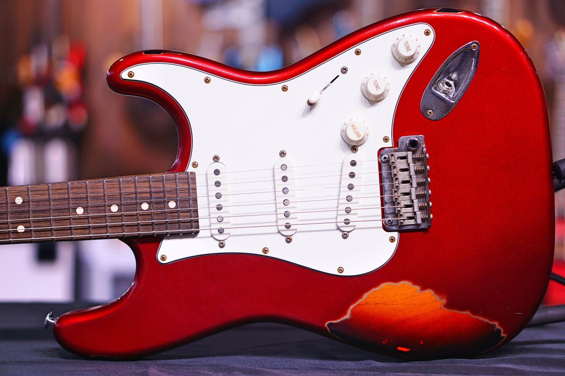 Suhr Classic Antique Finish Over Finish Candy Apple Red Js6J0Q SUHR - HIENDGUITAR.COM
