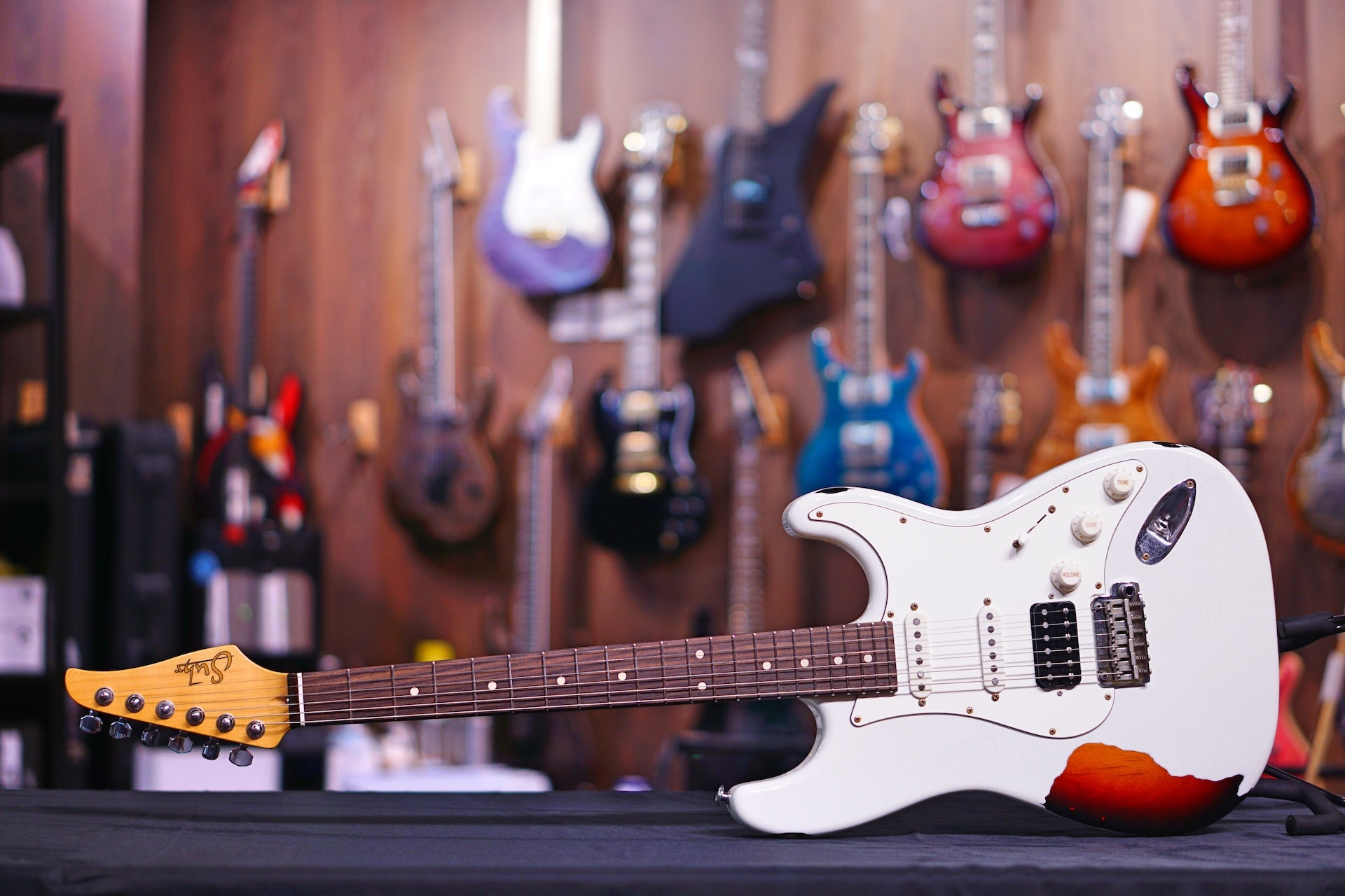 Suhr Classic Antique Finish Over Finish Olympic White Over 3Tb, Js8M2W SUHR - HIENDGUITAR.COM