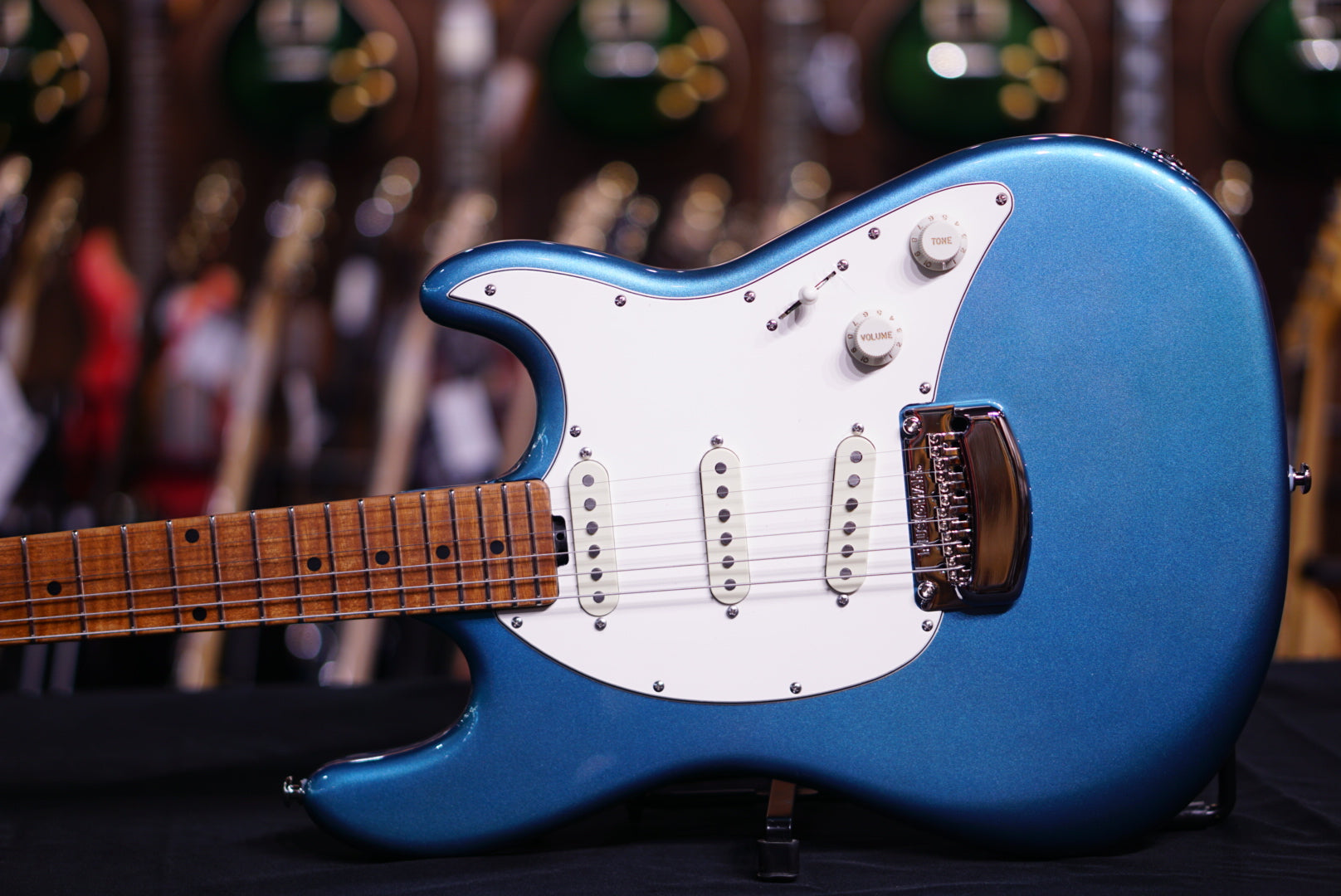 Music Man Cutlass Rs - Vintage Turquoise Roasted Maple G90311 Musicman - HIENDGUITAR.COM