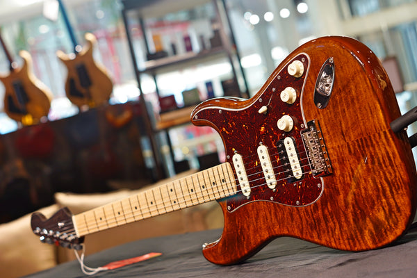 Fender Rarities Flame Maple Top Stratocaster - Golden Brown 57