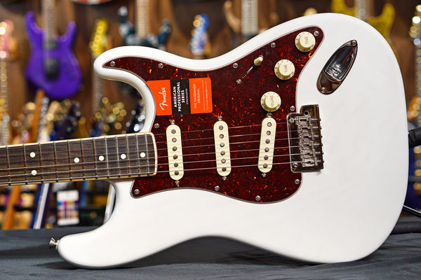 Fender American Pro Stratocaster Limited Edition Channel-Bound Neck White Blonde