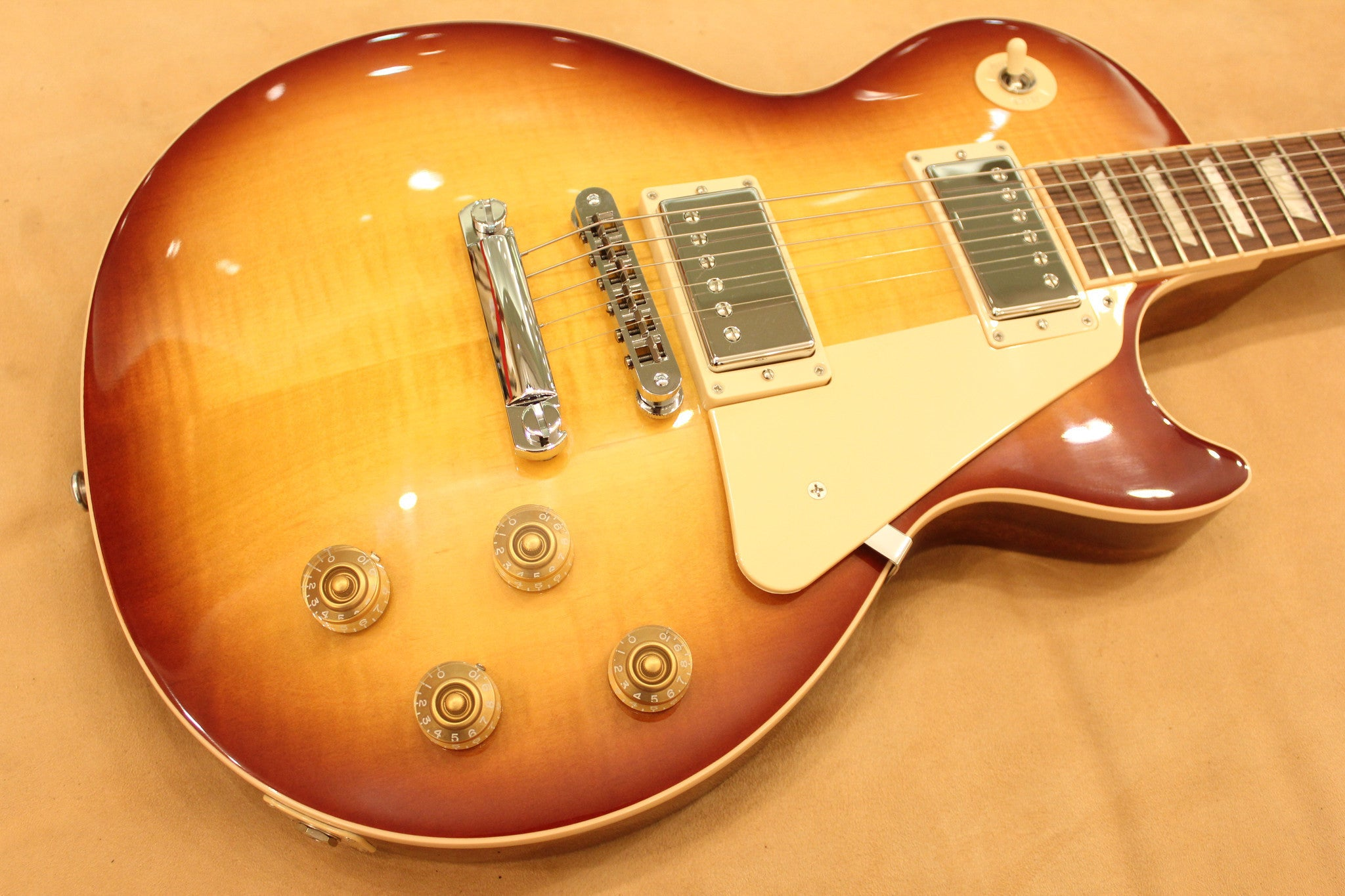 GIBSON LP Traditional 2014 Honey Burst LPTD14HYCH1 Gibson - HIENDGUITAR.COM