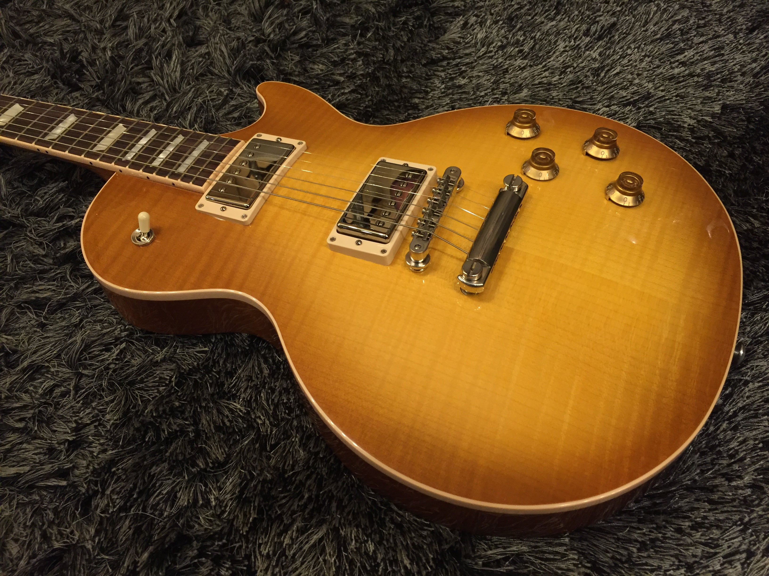 Gibson Les Paul Traditional 2017 honeyburst 4589 GIBSON - HIENDGUITAR.COM