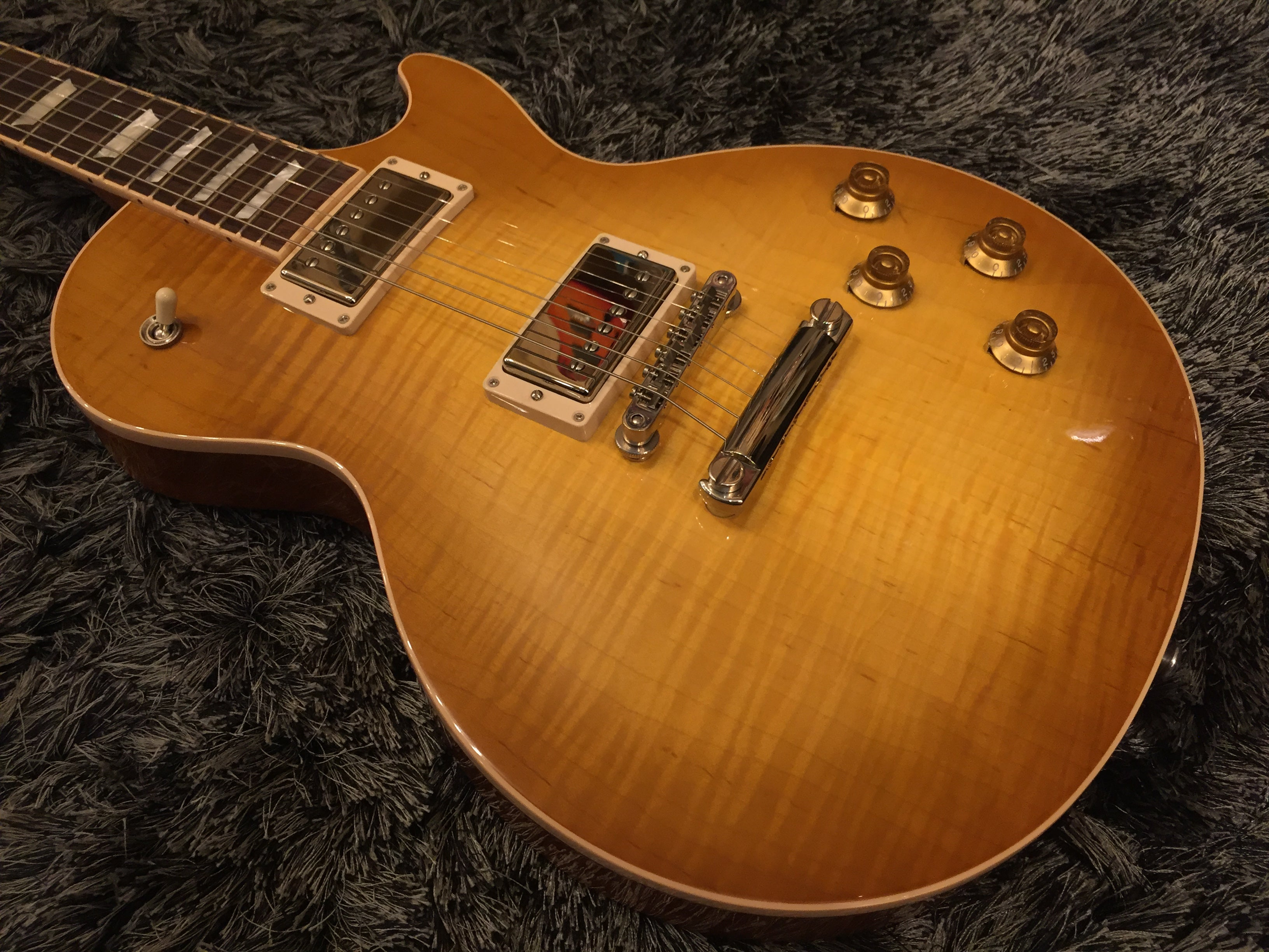 Gibson Les Paul Traditional 2017 honeyburst 4327 GIBSON - HIENDGUITAR.COM