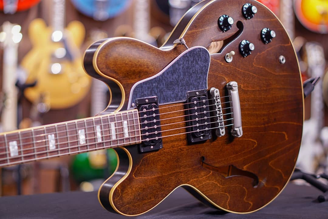 Gibson Memphis ES-335 Figured 2018 - Antique Walnut GIBSON - HIENDGUITAR.COM