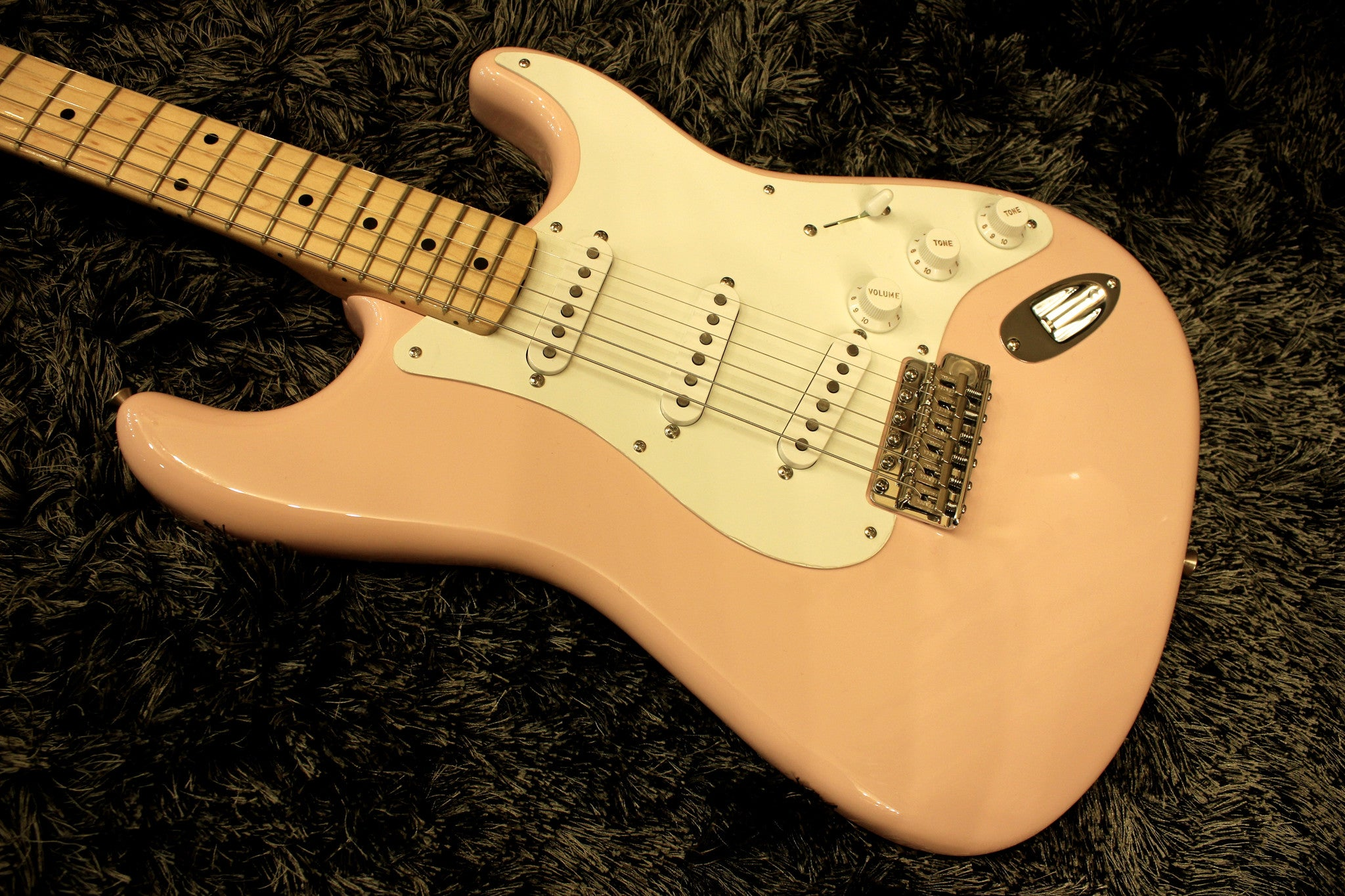 Fender American Vintage '56 Stratocaster - Shell Pink with Maple Fingerboard