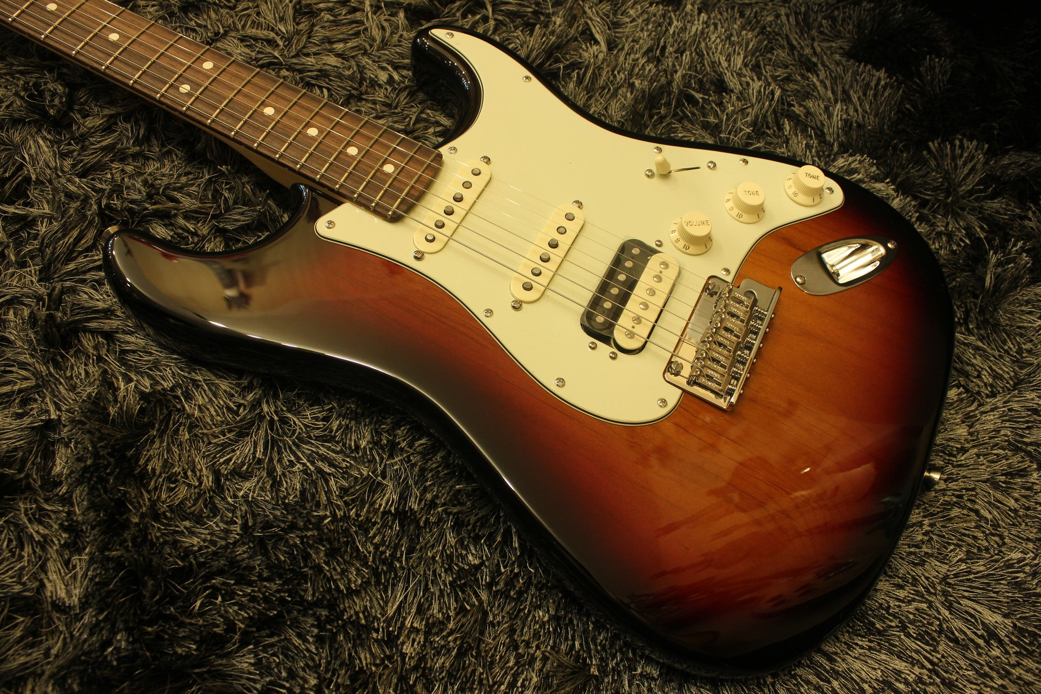 Fender American Professional HSS Shawbucker Stratocaster - 3-color Sunburst with Rosewood Fingerboard 1922