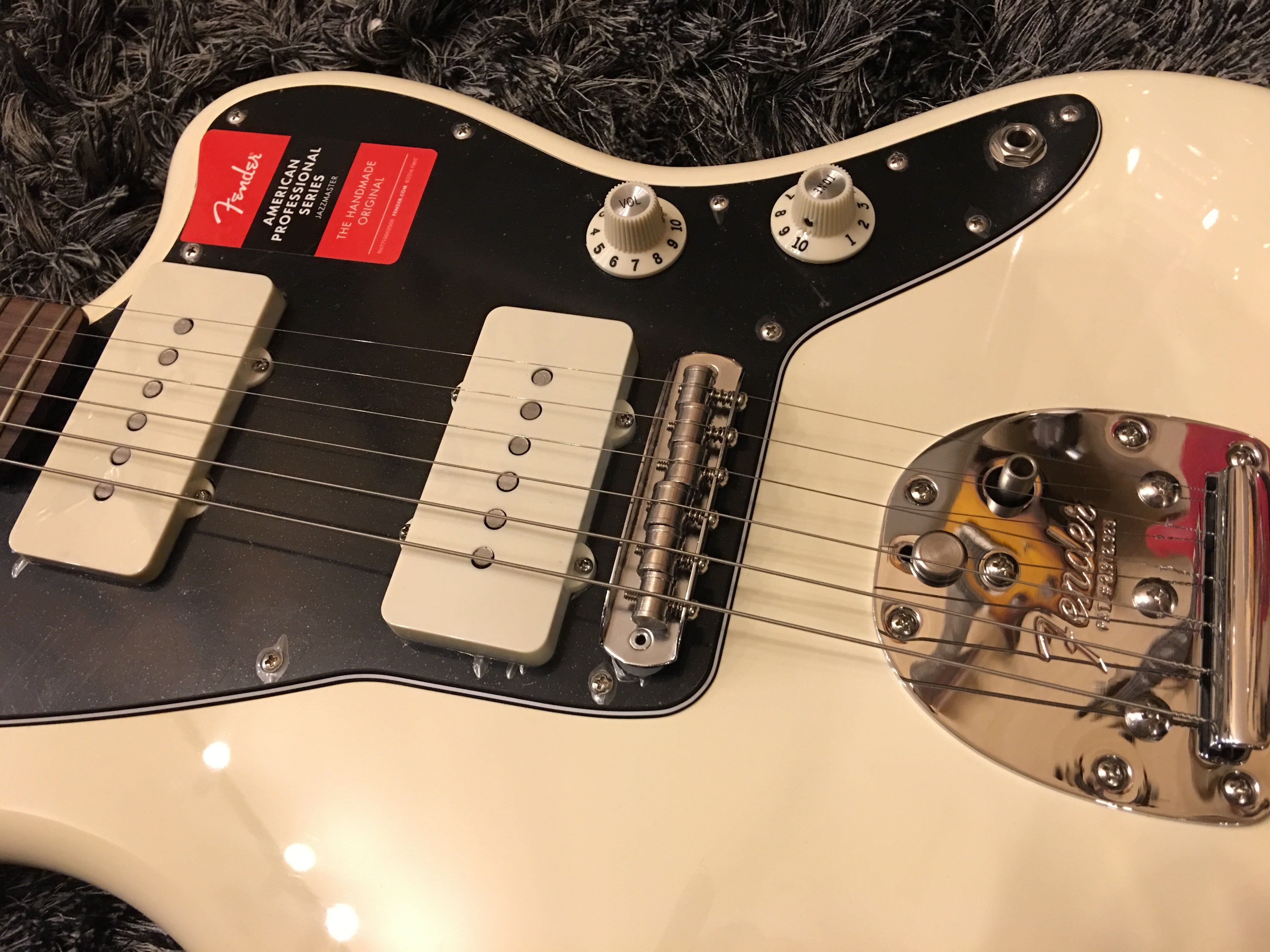 Fender American Professional Jazzmaster - Olympic White with Rosewood Fingerboard fender - HIENDGUITAR.COM