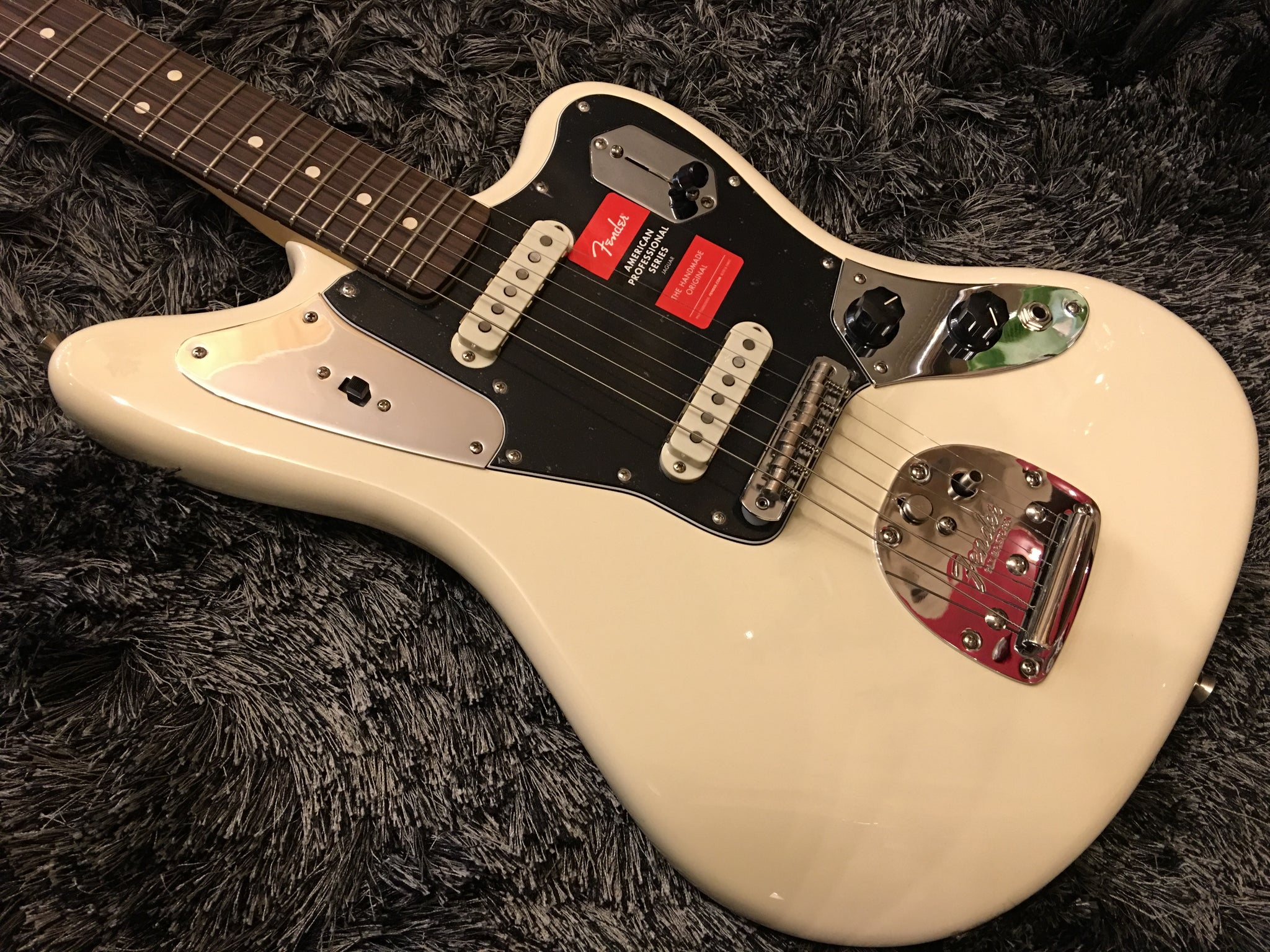 Fender American Professional Jaguar - Olympic White with Rosewood Fingerboard