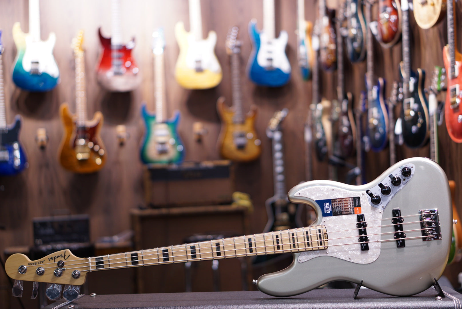 Fender American Elite Jazz Bass - Champagne, Maple Fingerboard fender - HIENDGUITAR.COM